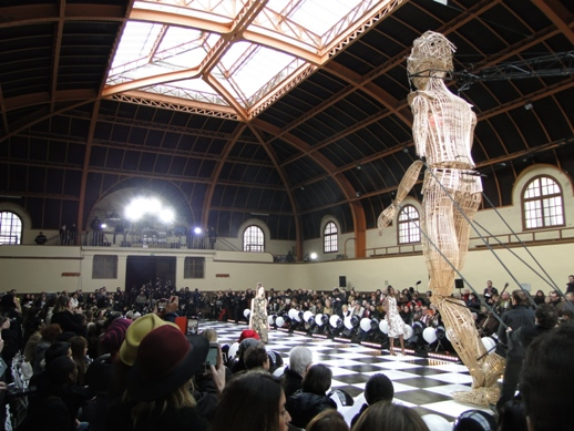 The runway with the mechanical puppet