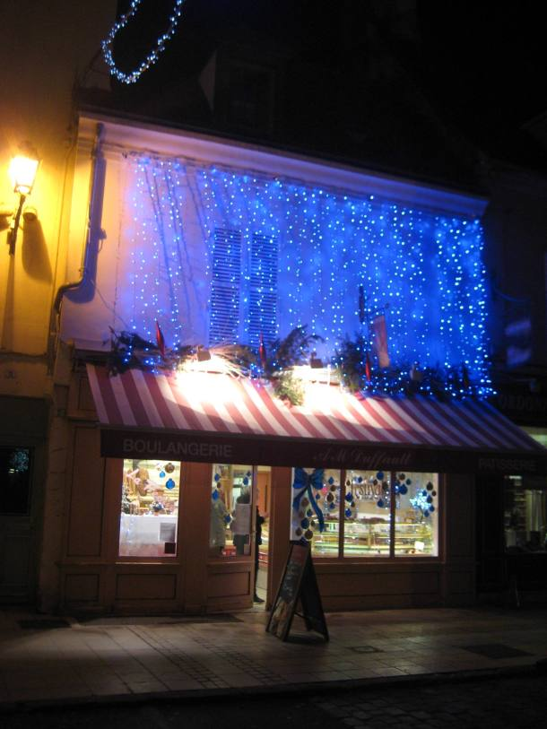 Patisserie decorated for Christmas