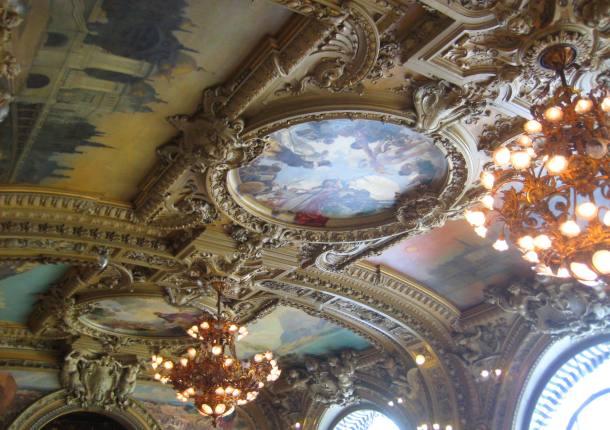 Ceiling in Le Train Bleu
